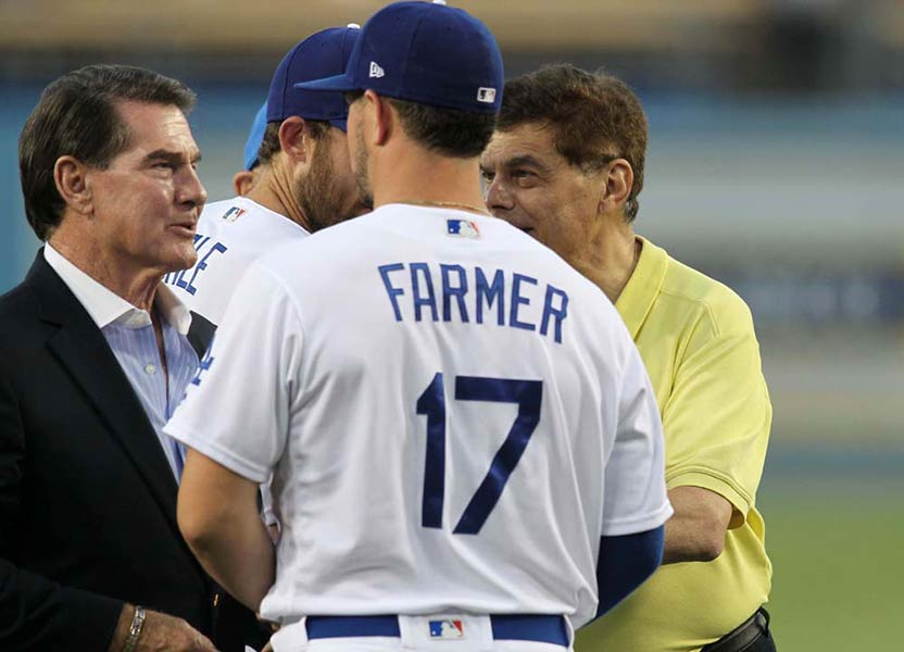 Steve Garvey and Ed Randall chat with LA Dodgers players